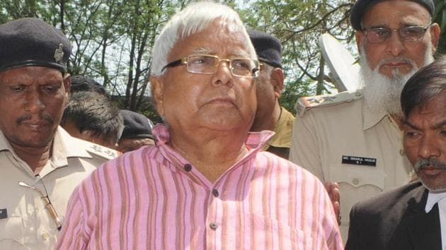 Convicted RJD president Lalu Prasad proceeds to appear before a special CBI court in connection with a fodder scam case at Civil court in Ranchi on March 8, 2018.(Parwaz Khan/HT Photo)