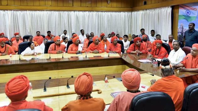 Karnataka chief minister Siddaramaiah meets the Lingayat community Seers at Vidhana Soudha in Bengaluru on Sunday.(PTI Poto)