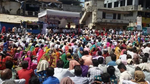 Farmers at the hunger strike at Hutatma Chowk, Palghar.(HT)