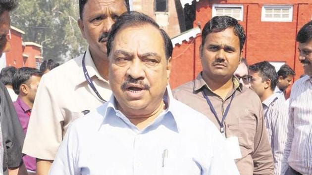 Khadse alleged that the agency appointed for killing rats had not taken any permission from the home department or the general administration department, both headed by CM Devendra Fadnavis(HT FILE)
