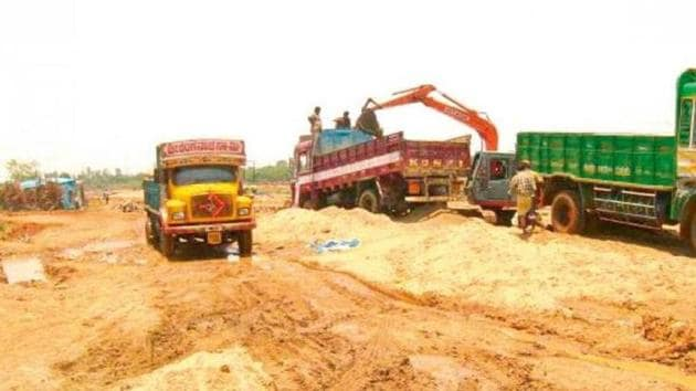 The state government has renewed licences of companies engaged in sand mining in various districts.(HT File Photo)