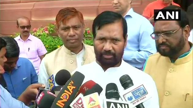A delegation of NDA's SC and ST MPs, led by LJP chief Ram Vilas Paswan and Union social justice minister Thawarchand Gehlot, met Prime Minister Narendra Modi.(ANI Photo)