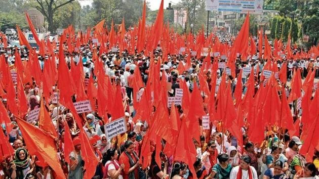 In Sangli, supporters held a massive march titled 'Vijay Morcha' following CM's statement in the assembly where Fadnavis said that the police did not find any evidence against Bhide so far.(HT Photo)