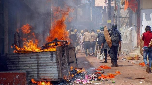 A police patrol party in Raniganj, Burdwan, were clashes and incidents of arson were reported following a Ram Navami procession.(PTI)