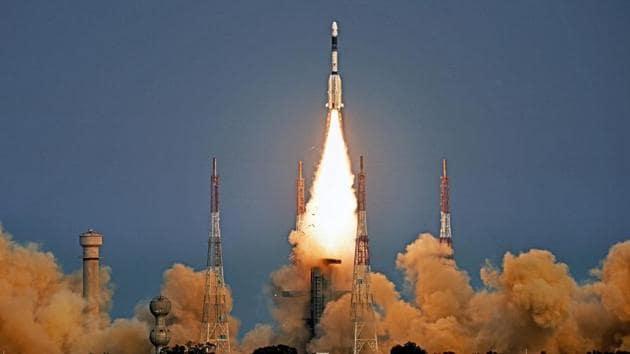 ISRO's GSLV-F08 carrying GSAT-6A communication satellite blasts off into orbit from Satish Dhawan Space Centre, in Sriharikota on Thursday.(PTI)