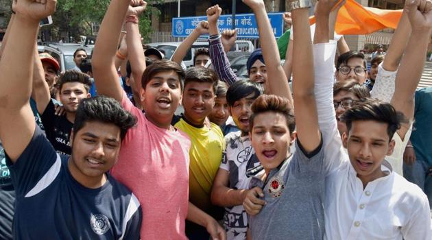 Students protest against the Board exam paper leak outside CBSE headquarters in New Delhi .(PTI Photo)