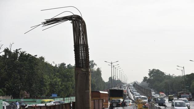 Construction of a parallel flyover along the existing flyover at Rao Tula Ram Flyover in New Delhi on June 30, 2017.(Vipin Kumar/HT File Photo)