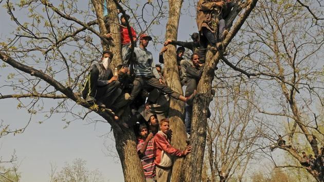 Kashmiri villagers during a funeral at Shopian, South Kashmir, on Sunday.(Waseem Andrabi/HT Photo)