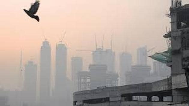The report identified Nanded, Dombivli, Ambernath, Badlapur, Ulhasnagar, Thane and Bhiwandi as the most polluted cities, with the highest levels of sulphur dioxide and nitrogen dioxide.(HT File Photo)