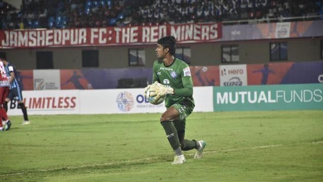 Jamshedpur FC goalkeeper Sanjiban Ghosh helped them defeat Minerva Punjab in Super Cup.(AIFF)