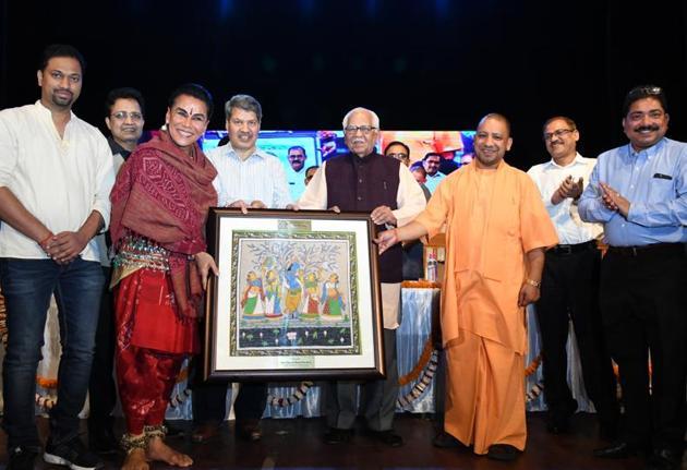 Governor Ram Naik, chief minister Yogi Adityanath at Odiya Day celebration programme in Lucknow.(HT Photo)
