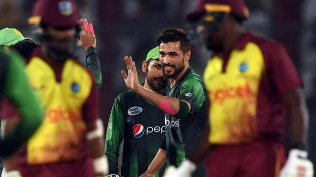 Pakistans' bowler Mohammad Amir (C) celebrates with teammates after the taking the wicket of West Indies' captain Jason Mohammed during the second Twenty20 (T20) International cricket match in Karachi on Monday.(AFP)