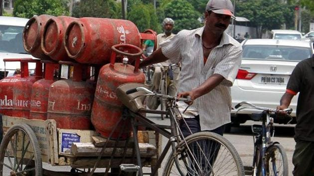 The price of the subsidised cylinder, was also cut marginally by Rs 1.74. The 14.2 kg cylinder now costs Rs 491.35 in Delhi as against Rs 493.(HT File Photo)