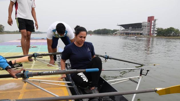 Kritika Khanna training at the Army Rowing Node, CME Dapodi.(HT PHOTO)