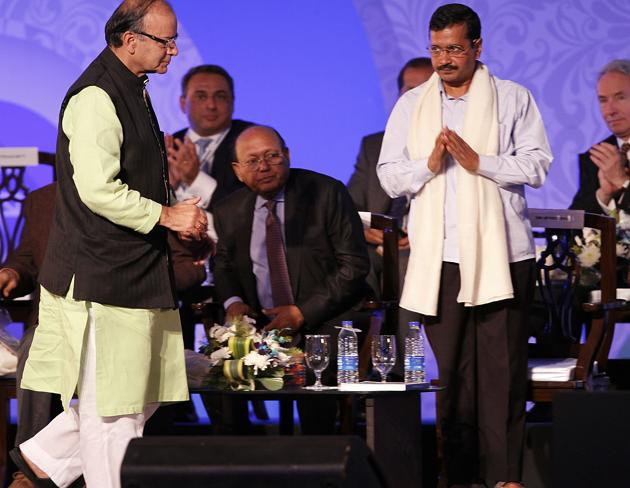 Delhi chief minister Arvind Kejriwal and finance minister Arun Jaitley during the inaugural function of Bengal Global Business Summit, January 08, 2015.(HT File Photo)