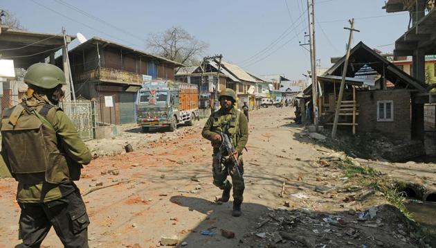 Soldiers at the site of the gun battle between militants and security forces in Shopian,South Kashmir, on Sunday.(Waseem Andrabi/HT photo)
