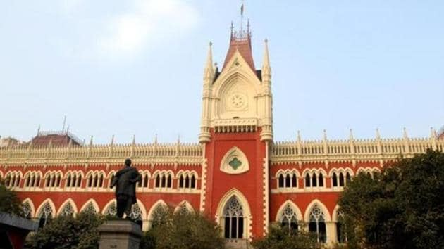In 2004, a 45-day strike by lawyers to protest steep hike in stamp duty paralysed Calcutta High Court. But it was a part of a statewide stir.(HT Photo)