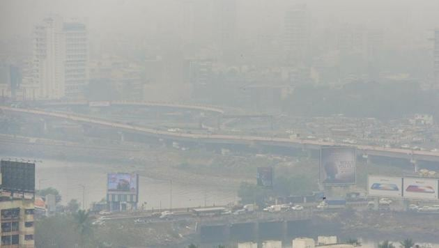 Experts said it is important to expand the air quality monitoring network in Mumbai because the current monitoring is extremely inadequate.(HT File Photo)
