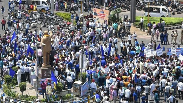 Members of Dalit community stage a protest during 'Bharat Bandh' against the alleged 'dilution' of Scheduled Castes/Scheduled Tribes act, in Bhopal on Monday.(PTI Photo)