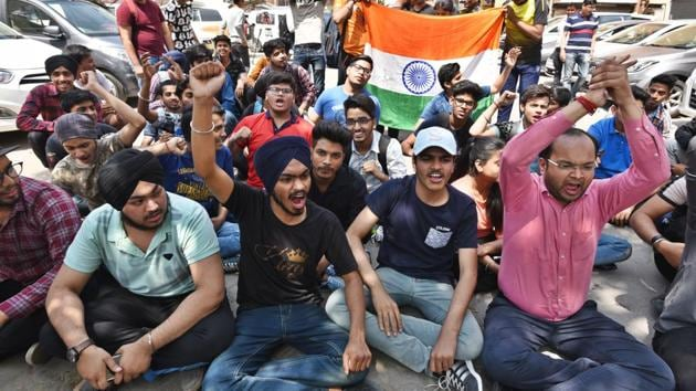 Students protest against alleged paper leak outside the Central Board of Secondary Education (CBSE) office at Preet Vihar in New Delhi(Raj K Raj/HT Photo)