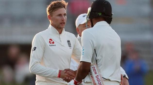 Joe Root shakes hands with Ish Sodhi (R) on Day 5 of the second Test between England and New Zealand in Christchurch.(REUTERS)