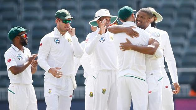 Follow full cricket score of South Africa vs Australia, 4th Test, Day 5, Johannesburg here. Vernon Philander's 6/21 helped South Africa crush Australia by 492 runs in Johannesburg to win the four-match series 3-1.(AFP)