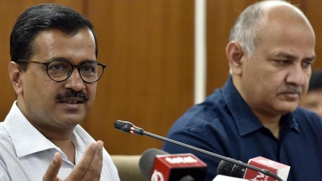 Delhi chief minister Arvind Kejriwal with Delhi deputy chief minister Manish Sisodia at a press conference in New Delhi on March 22. Kejriwal said his government was trying to control the 'ration mafia' and blamed the Lieutenant Governor for stalling a scheme to start doorstep delivery of subsidised foodgrain.(Sonu Mehta/HT File Photo)