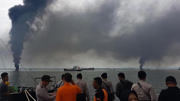 This handout photograph taken and released on March 31, 2018 by Indonesia Search and Rescue shows thick smoke from a blaze which occured during an oil spill cleanup in the waters off Balikpapan.(AFP Photo)
