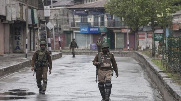 Paramilitary soldiers patrol during restrictions in downtown area of Srinagar, on Tuesday.(HT photo)