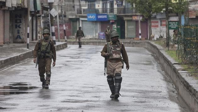Paramilitary soldiers patrol during restrictions in downtown area of Srinagar on April 3.(Waseem Andrabi/ HT Photo)
