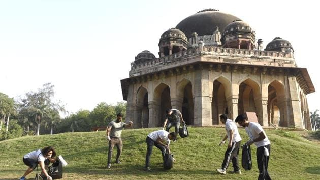 Some morning walkers have started an initiative to pick litter during their morning walk in Lodhi Gardens.(Arvind Yadav/HT PHOTO)