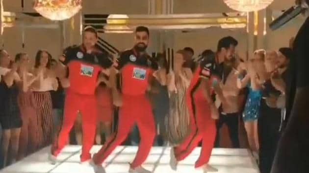 Virat Kohli (centre), Yuzvendra Chahal (R) and Brendon McCullum were dancing for an IPL 2018 promotional.(Twitter/Yuzvendra Chahal)