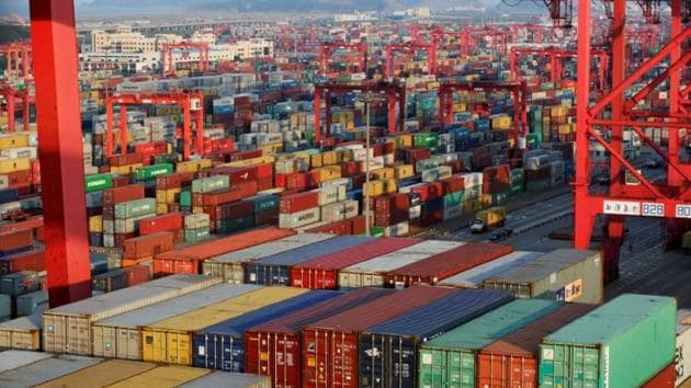 Containers are seen at the Yangshan Deep Water Port, part of the Shanghai Free Trade Zone, in Shanghai, China, September 24, 2016. REUTERS/Aly Song/Files(Reuters File Photo)