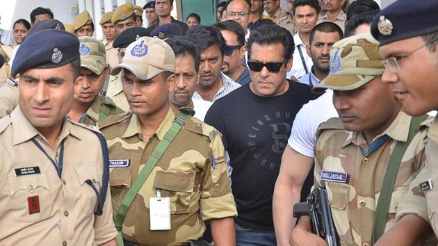 Actor Salman Khan arrives to appear before Jodhpur's Chief Judicial Magistrate (CJM) Rural Court in connection with the hearing in black buck poaching case, on Wednesday.(IANS Photo)