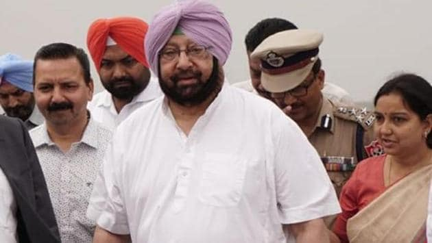 Punjab chief minister Capt Amarinder Singh received the first flight in Pathankot on Thursday.(Twitter/Raveen Thukral)