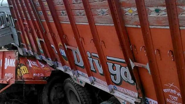 The truck, which was coming from Lodhashuli, suddenly swerved away from the road and hit the eatery.(HT File/Representative image)