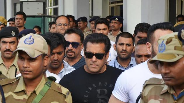 Bollywood actor Salman Khan arrives at the airport in Jodhpur on Wednesday ahead of a verdict in the long-running blackbuck poaching case.(AFP Phto)