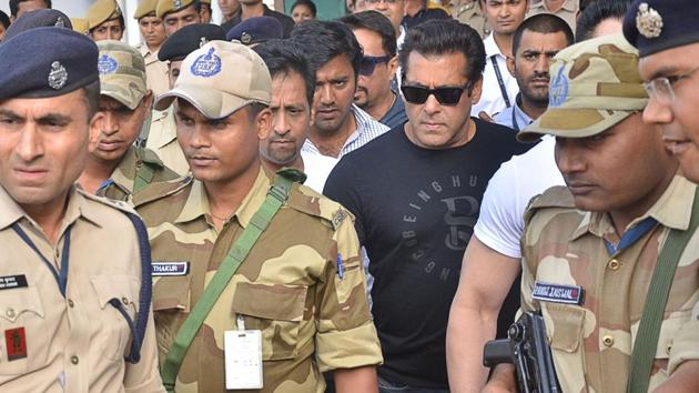 Actor Salman Khan arrives to appear before Jodhpur's Chief Judicial Magistrate (CJM) Rural Court in connection with the hearing in blackbuck poaching case.(IANS)