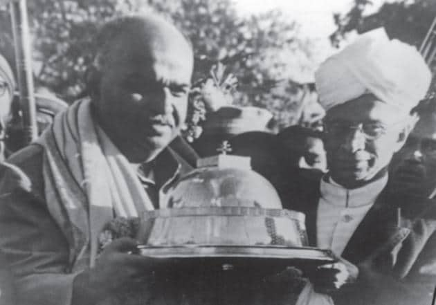 Dr Mookerjee with his lifelong friend Dr Sarvepalli Radhakrishnan, holding a replica of the Sanchi Stupa.(Courtesy Tathagata Roy)