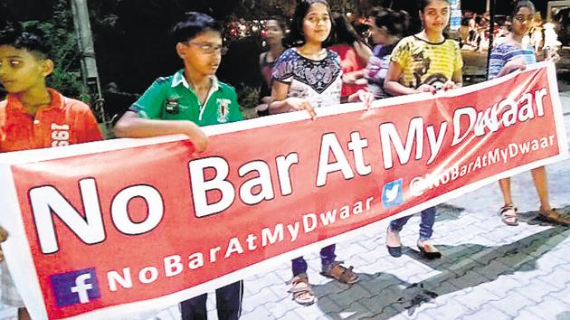 The distraction caused by noise pollution angers the residents, especially, when it is exam time for children. They have campaigned fiercely about these problems over the past months with a human chain, signature campaign, Facebook page and twitter handle (No Bar at my Dwaar).(HT PHOTO)