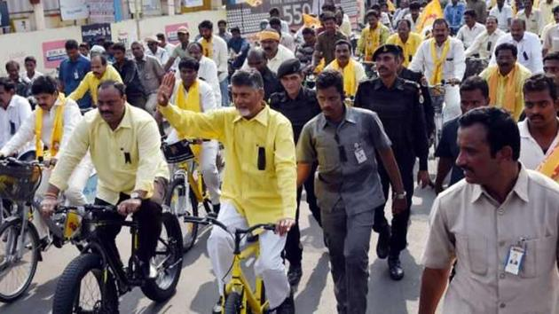 AP chief minister Chandrababu Naidu takes out a bicycle rally from Venkatayapalem village in Amaravati to the state legislative assembly 3 km away. Naidu has been demanding special status for Andhra, even breaking away from the NDA in protest.(HT Photo)