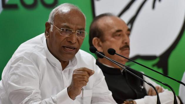 Opposition leader in Lok Sabha Mallikarjuna Kharge speaks as Ghulam Nabi Azad look on, during a press conference in New Delhi on Monday.(PTI Photo)