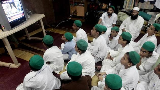 Students of Madrasa Gulshan E Raza Taleemul Quraan Orphanage watch a live telecast of PM Narendra Modi at Colaba in Mumbai.(Anshuman Poyrekar/HT File Photo)