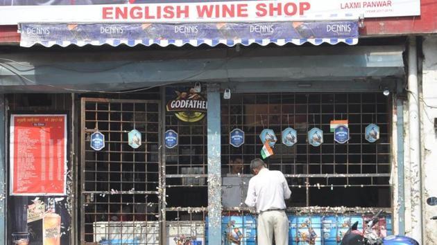 A liquor shop in Dehradun.(HT file)