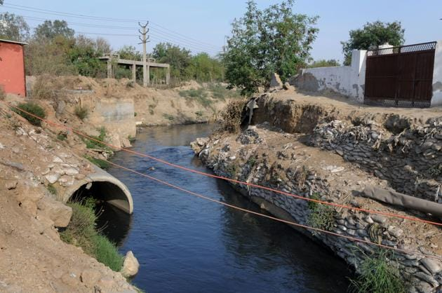 The Badshahpur drain has proved to be the bane for the city till date causing underground pollution and waterlogging every monsoon.(Parveen Kumar/HT FILE)