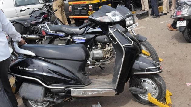 The thieves were caught when the Bhosari Police patrol saw four men on two motorcycles on Alandi Road during a routine patrol. Picture used for representational purpose only.(HT PHOTO)