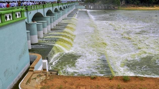 The Supreme Court raised the 270 tmcft share of Cauvery water for Karnataka by 14.75 tmcft and reduced Tamil Nadu's share, while compensating it by allowing extraction of 10 tmcft groundwater from the river basin, saying the issue of drinking water has to be placed on a higher pedestal.(PTI file photo)