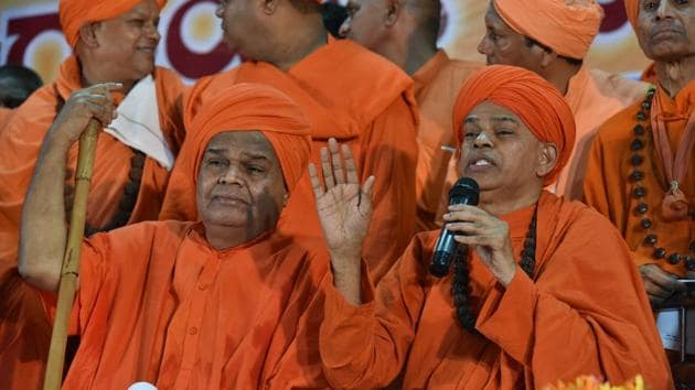 Lingayat seers said the sect must support Siddaramaiah for recognising it as a separate religion.(Arijit Sen/HT Photo)