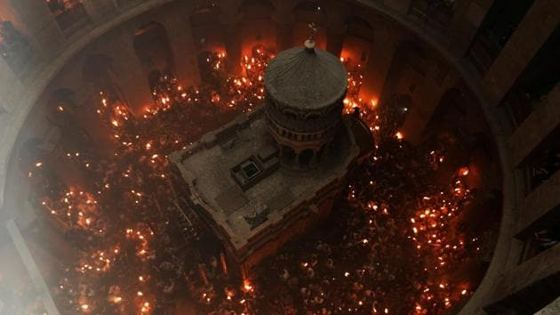 Worshippers hold candles as they take part in the Christian Orthodox Holy Fire ceremony at the Church of the Holy Sepulchre in Jerusalem's Old City.(Reuters Photo)