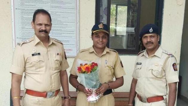 The constable, Jayshree Jadhav (centre).(HT Photo)